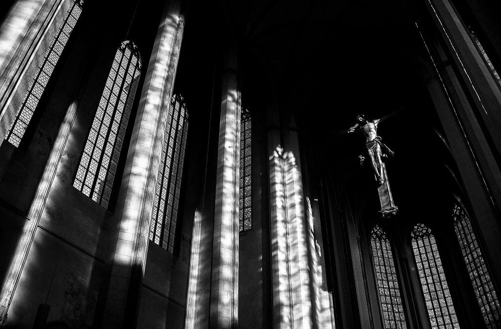 Martinskirche-SB-Yash28-80-sw-700.JPG
